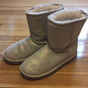 UGG: Classic Short Boots Kids Sz 4, Women's Sz 5.5